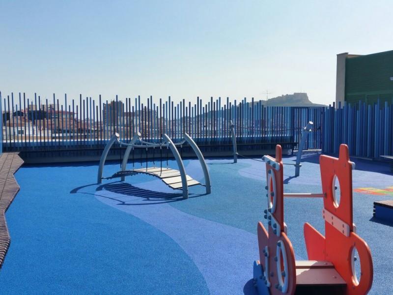 Parque infantil en el Hospital General Universitario de Alicante